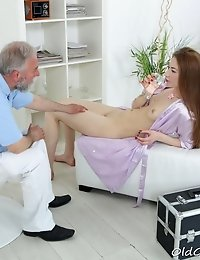 As the massage began taking its toll on Sandra, the old goes young masseuse worked his way to her pussy to make her even hornier and he succeeded.