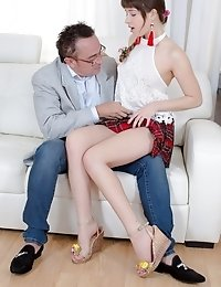 This stud wanted to have sex with Elen because of one thing - her famed blowjobs. And it was every bit as good as it was said to be.